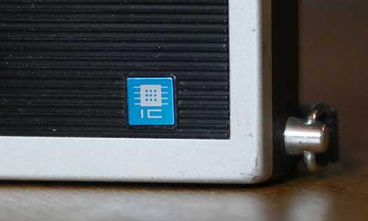 particolare del logo IC sulla Sony ICR200